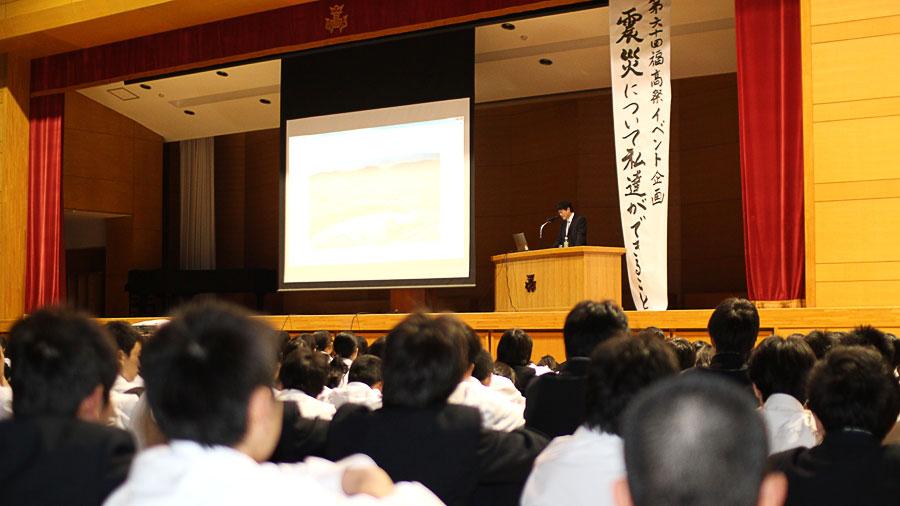 毎日新聞報道部の近松仁太郎氏による被災地リポートのようす