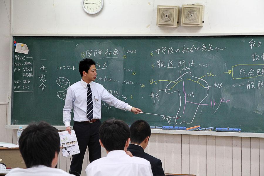 加藤さんの講義の様子