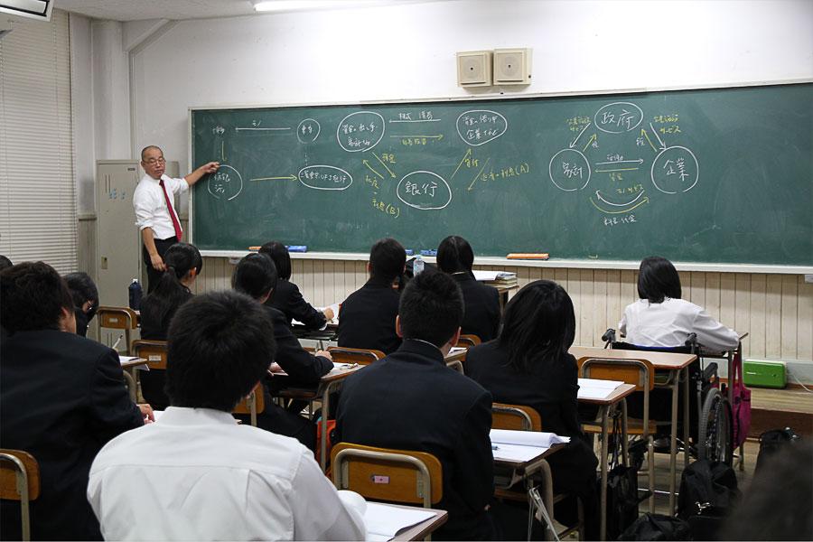 古橋さんの講義の様子