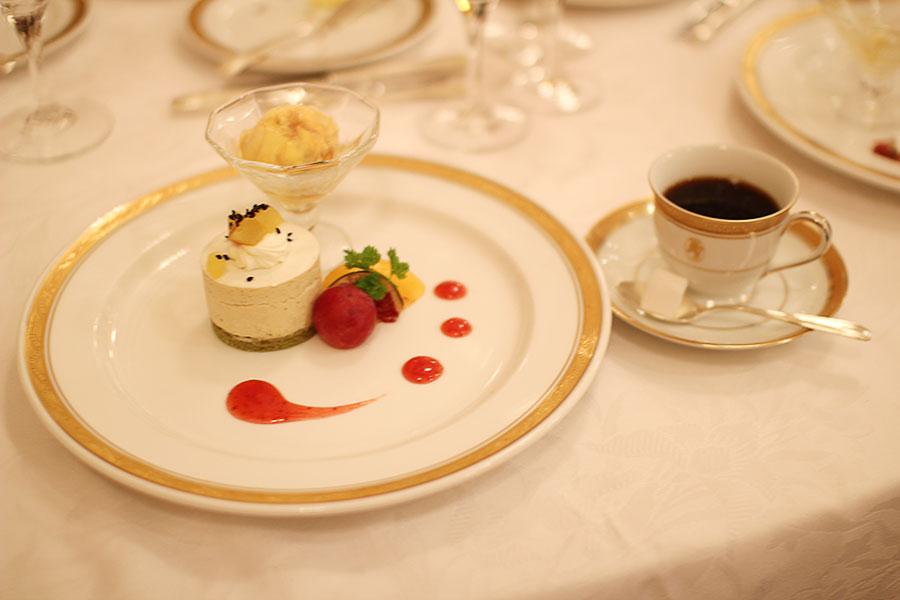 抹茶のムースリーヌ・キャラメルアイス・フルーツのアンサンブル