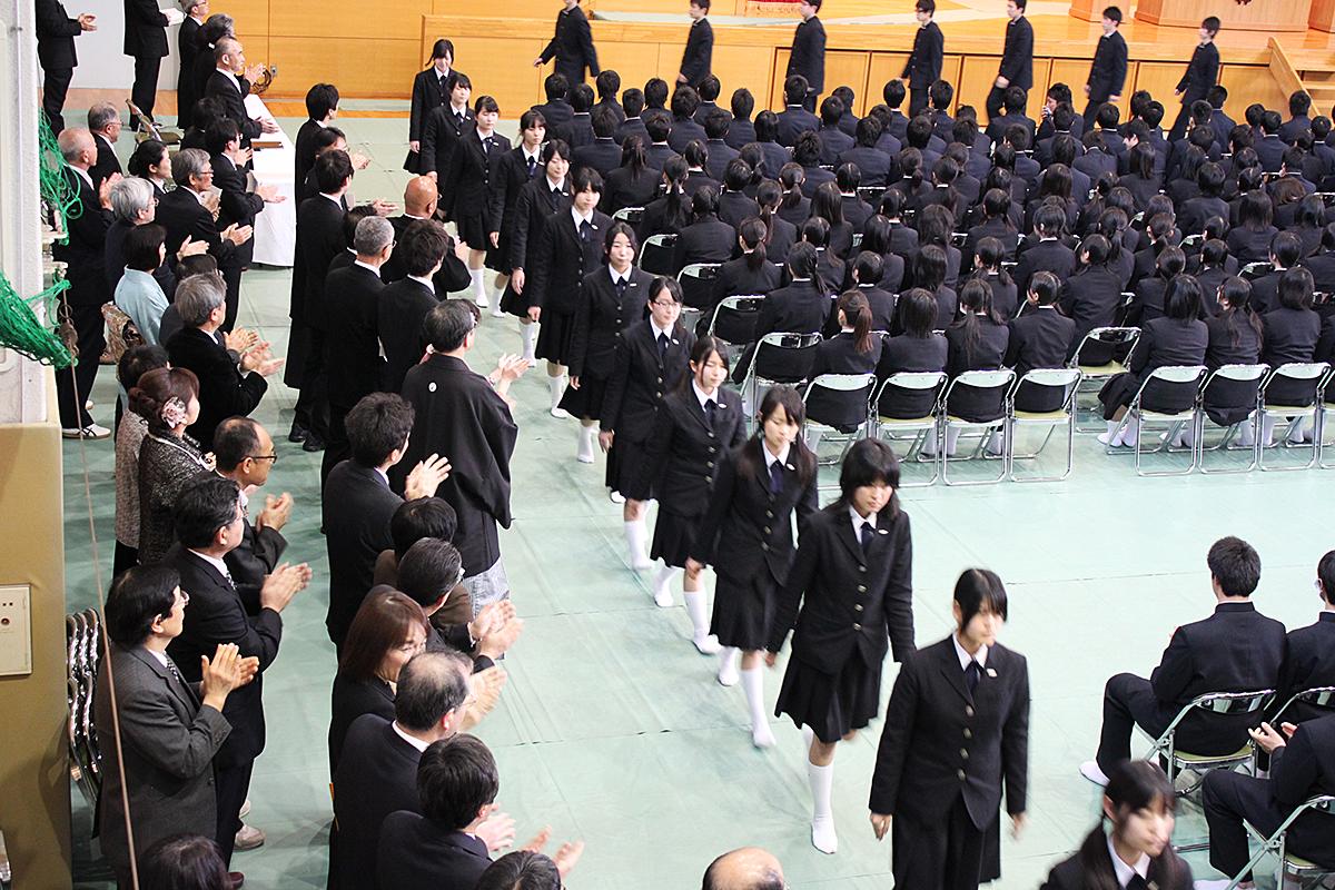 卒業生送り出しの様子