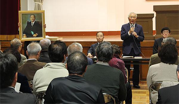 進藤初代会長の肖像画披露